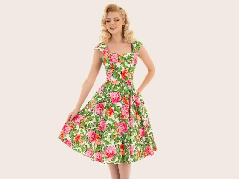 Robe circulaire années 50 à fleurs,