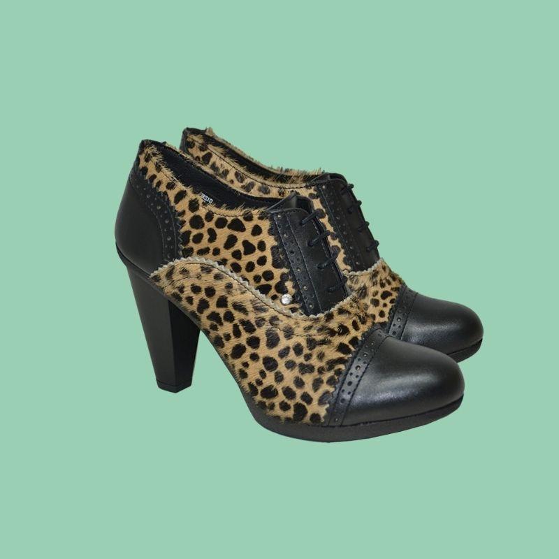 chaussures à talons en cuir grainé noir et léo
