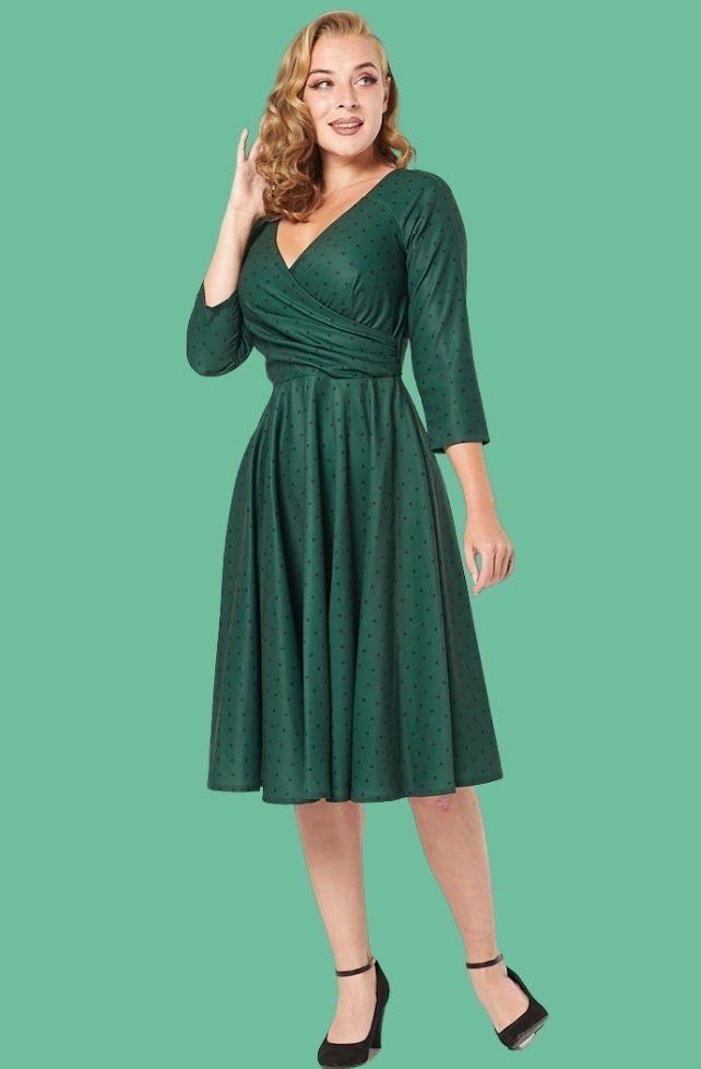 Robe swing, verte à pois noirs, style années 50