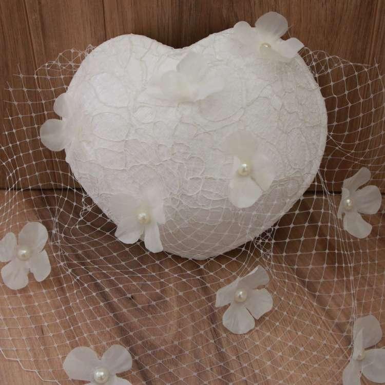Bibi de mariée en dentelles et perles